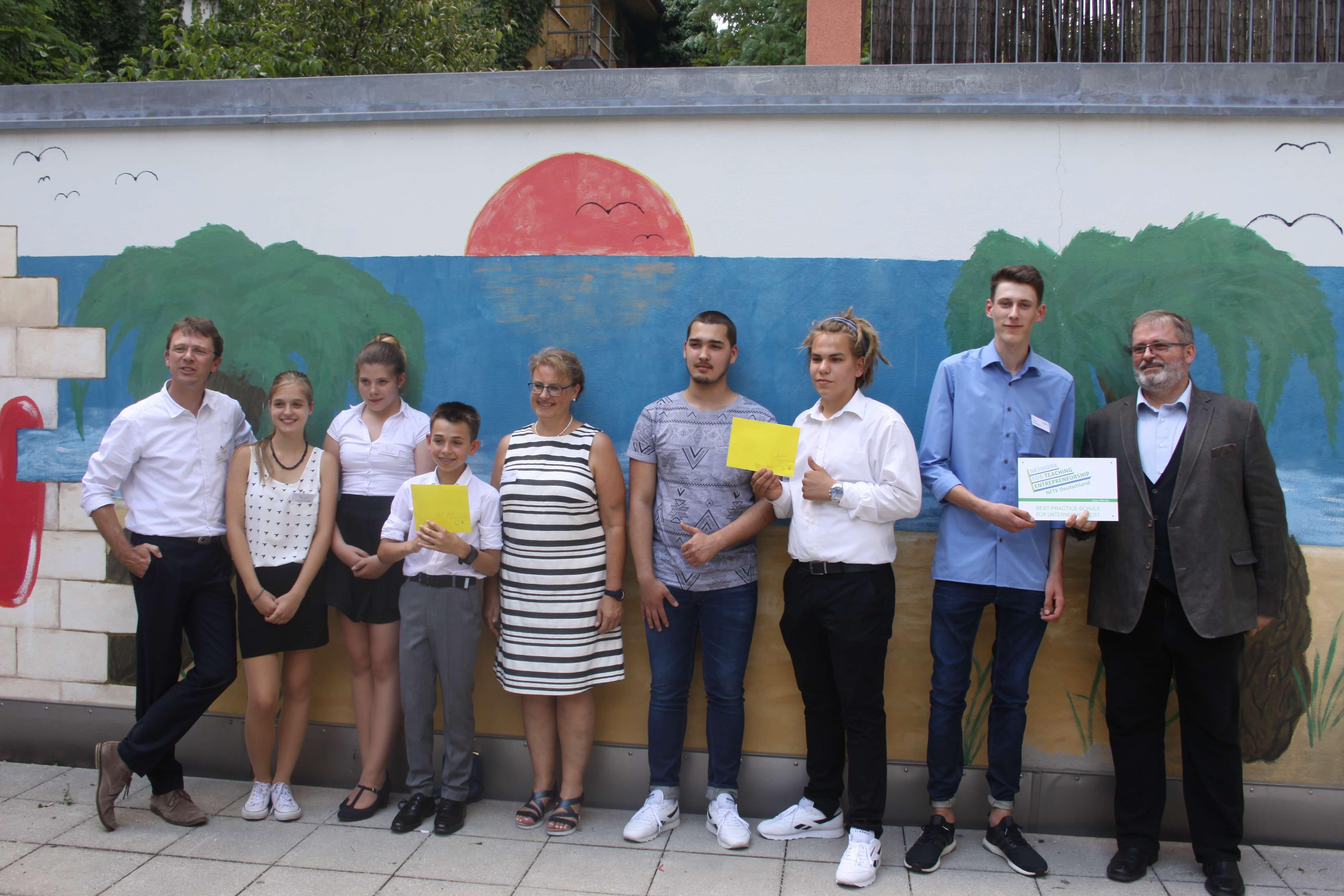 Gewinner und Organisatoren des NFTE Landesevents für Bayern