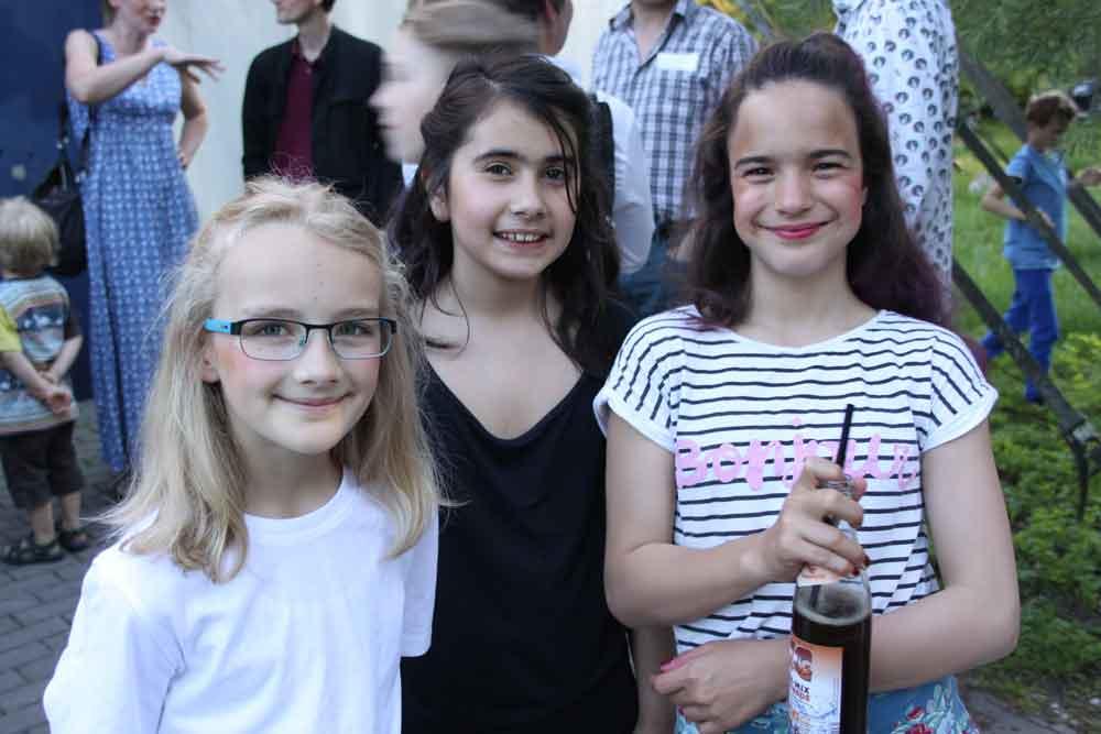 Schülerinnen der SABEL Realschule München während des Bunten Abends
