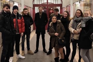 """Die Schüler der SABEL FOS besuchen das Theaterstück """"genesis"""" in den Münchner Kammerspielen"""