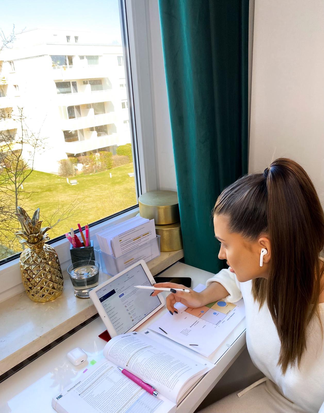 Online Unterricht findet für die Schüler der SABEL FOS von zu Hause statt