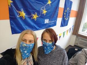 Lehrkräfte der SABEL Wirtschaftsschule während der Erasmus Days mit Mund-Nasen-Schutz