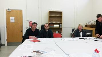 Lehrkräfte bearbeiten gemeinsam Aufgaben im Rahmen der ErasmusPlus Fortbildung