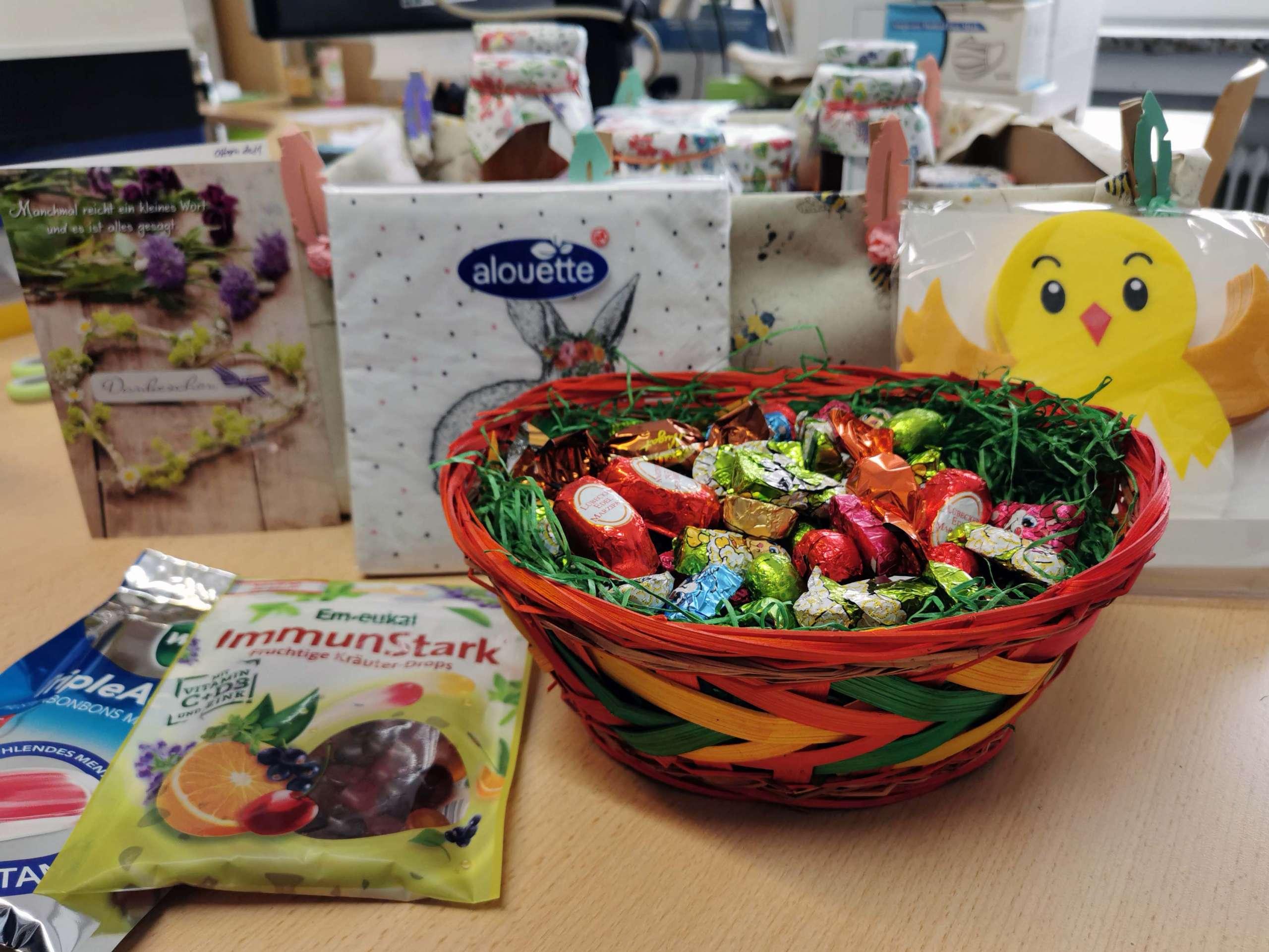 Ostergeschenke vom Elternbeirat für die Lehrkräfte der SABEL FOS München